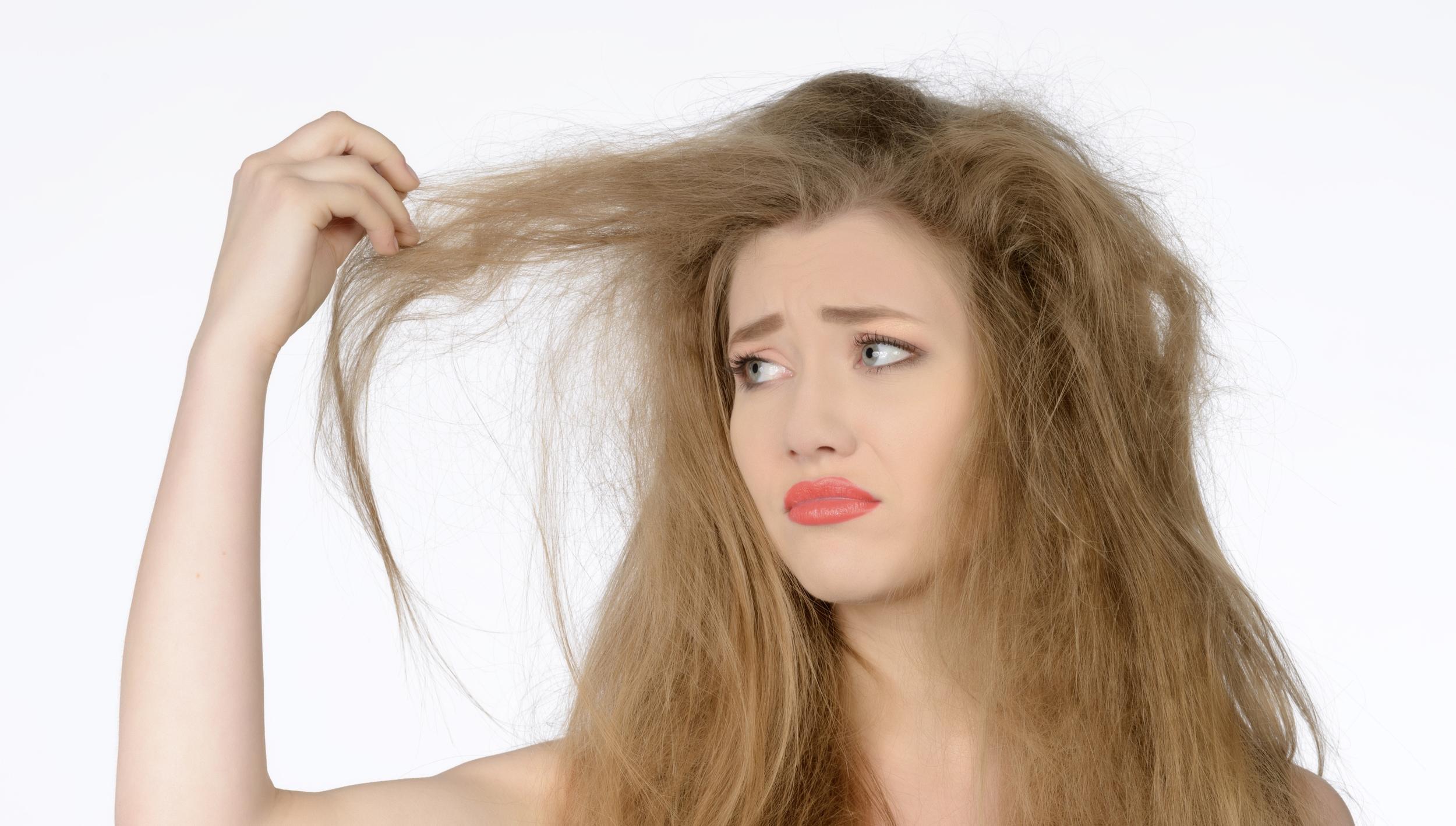 Cum-scapi-de-electrizarea-părului